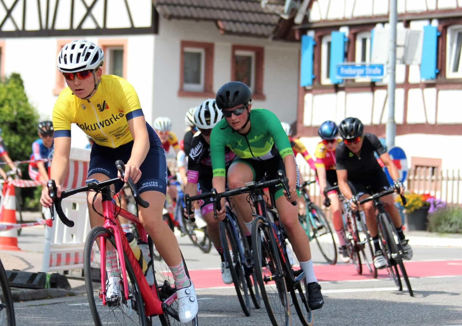 Lisa Weber (links, im gelben Trikot)