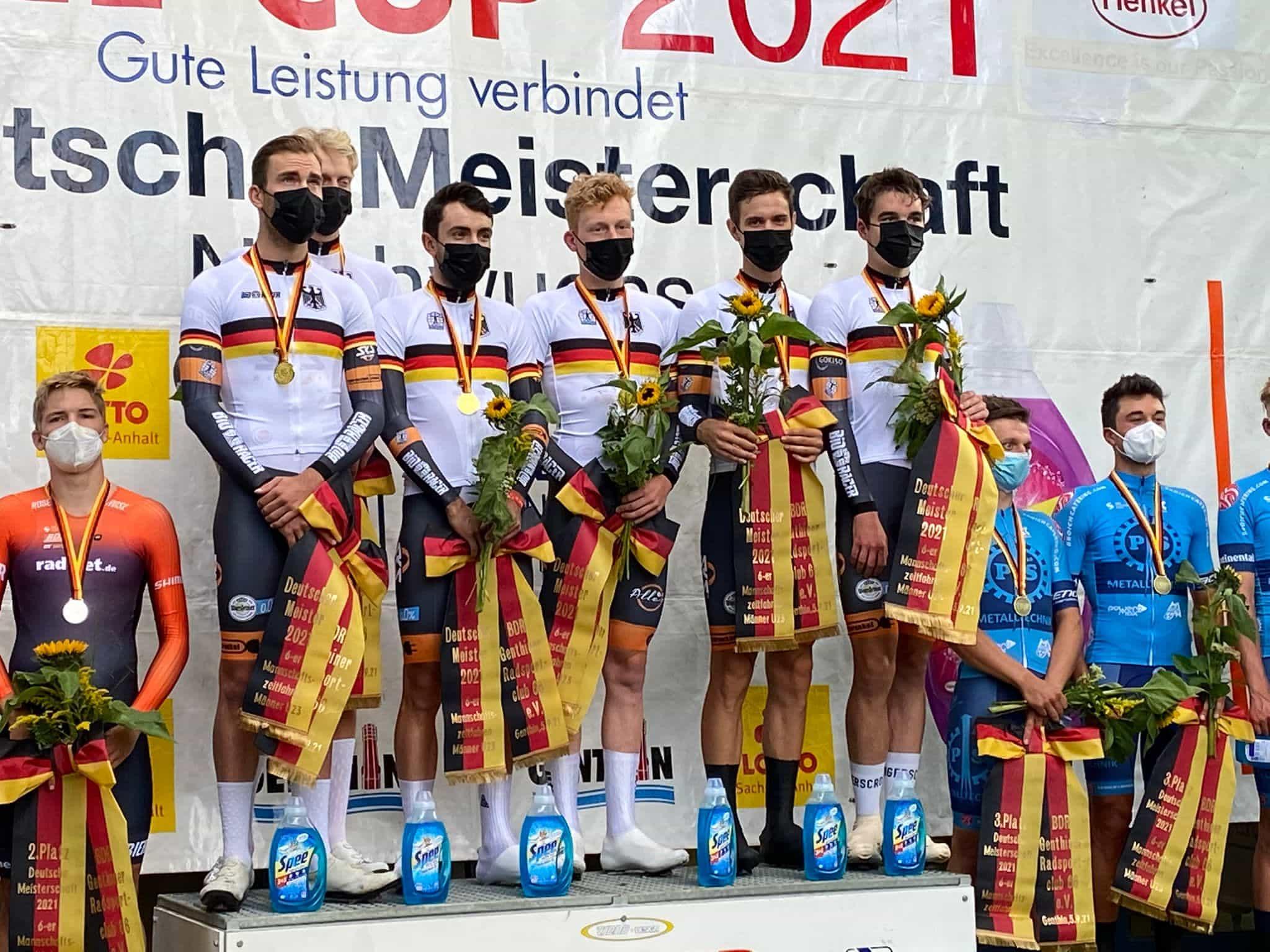 Team SKS Sauerland NRW im Deutschern Meistertrikot (Quelle: Heinz Körper)